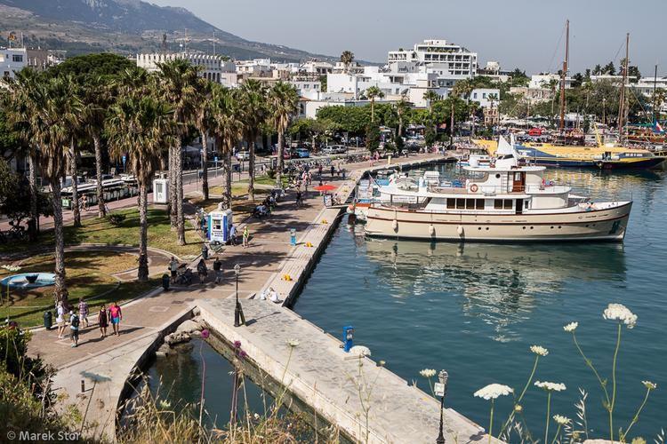 Widok na port z murów Zamku Neratzia